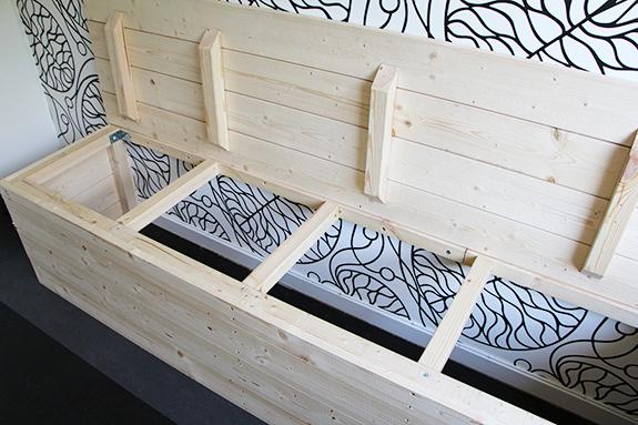 Kök platsbyggd sittbänk med förvaring  Fixa och Dona