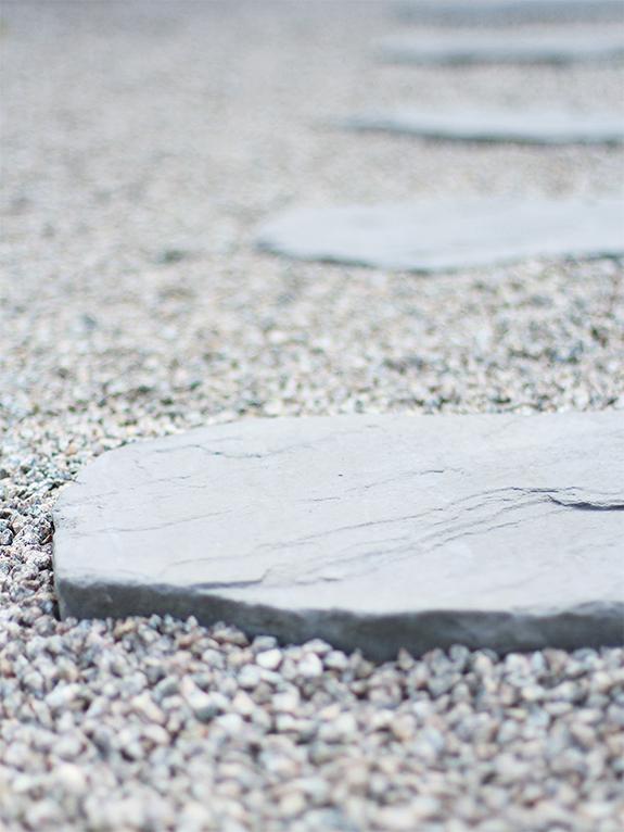 Stenar i grusgången