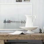 Emaljföremål och tavlor med vattenmotiv - tapetkollektionen Marstrand från Boråstapeter