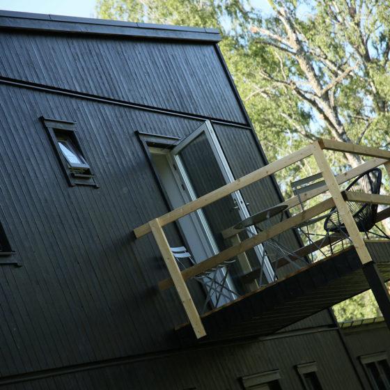Nybyggd balkong på baksidan av vårt hus - fixaodona.se